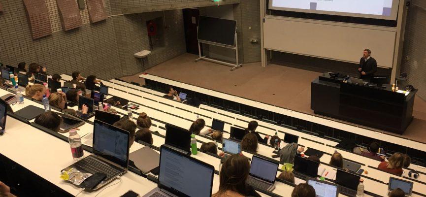 Afbeelding bij Labyrinth verzorgt gastcollege evaluatieonderzoek